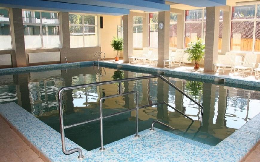 Bradul Calimani pool